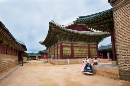 Visitor can rent a hanbok while stroll around the Gyeongbok Palace