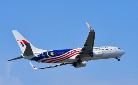 Malaysia Airlines resumes flights