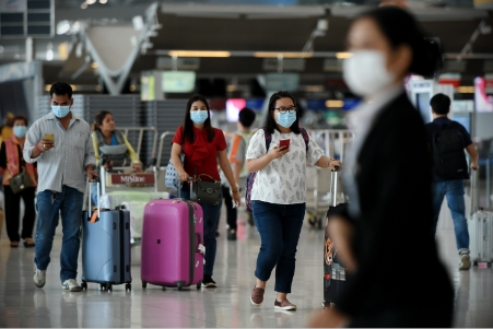 The EASA recommends that passengers wear face masks throughout their journey.